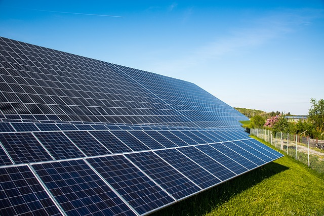 World's Largest Solar Power Plant Turned On in Abu Dhabi