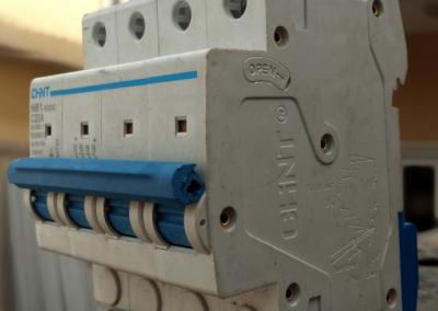 DC-Circuit-Breaker-1000V-20A
